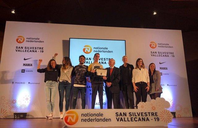 Foto de familia de la presentación de la Nationale Nederlanden San Silvestre Vallecana 2019