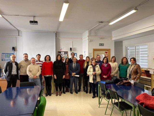 Imagen de la visita del delegado de Cultura de la Junta en Granada, Antonio Jesus Castillo, al IES Beatriz Galindo 'La Latina' de Motril