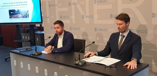 El consejero de Desarrollo Sostenible y Lucha contra el Cambio Climático del Cabildo de Tenerife, Javier Rodríguez, y el gerente del Consejo Insular de Aguas (Ciatf), Javier Davara