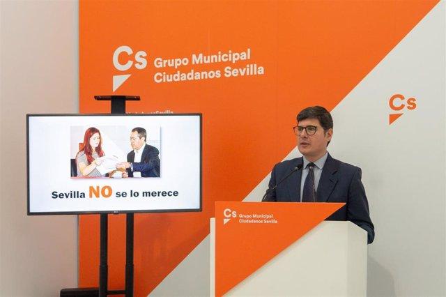 El portavoz de Cs en Sevilla, Álvaro Pimentel, durante la rueda de prensa