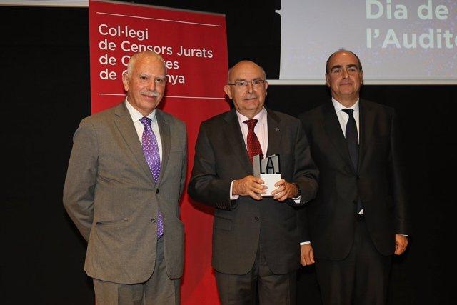 El director de Antifrau, Miguel Ángel Gimeno, y el presidente del CCJCC, Antoni Gómez, en el Día del Auditor en Barcelona.