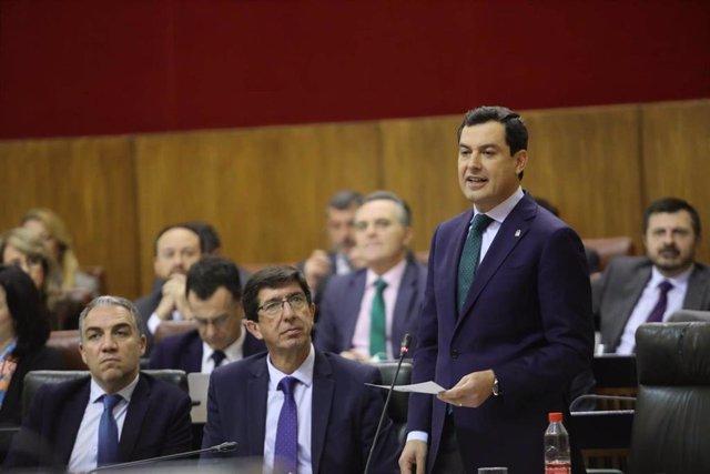Juanma Moreno ante el Pleno del Parlamento, este jueves