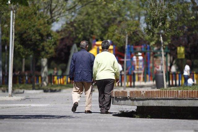 Personas mayores en una imagen de archivo