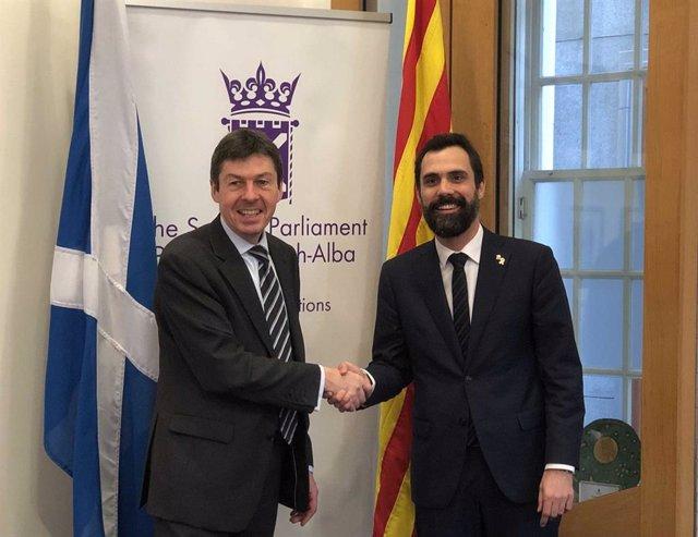 El president del Parlament escocès, Ken Macintosh, i el de la cambra catalana, Roger Torrent
