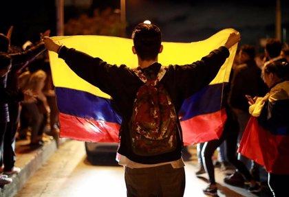 Colombia.- Herido grave un joven que cayó de un puente durante las protestas del miércoles en Bogotá