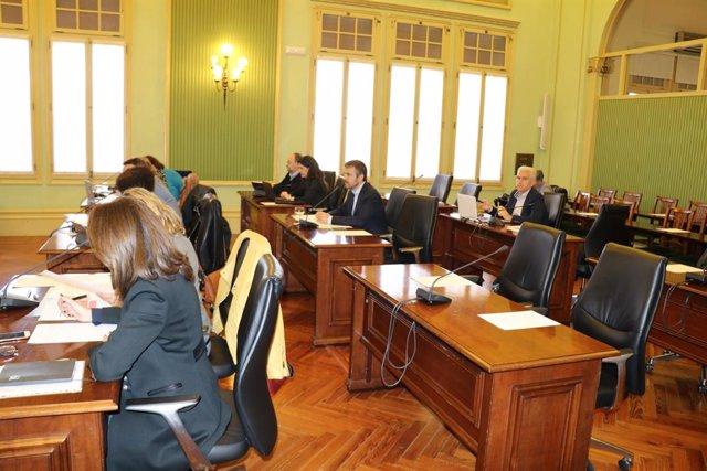 Comissió de Turisme i Treball del Parlament, reunida el matí d'aquest dijous.