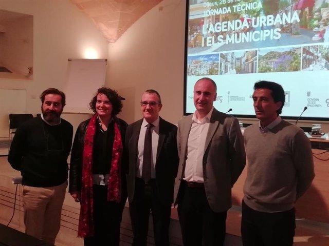 El vicepresident i conseller de Transició Energètica i Sectors Productius, Juan Pedro Yllanes ha inaugurat aquest dijous la jornada tècnica per donar a conèixer l'Agenda Urbana als municipis de Balears