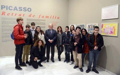 Personas con diversidad funcional recrean a Picasso con sus grabados de 'Retrato de familia'