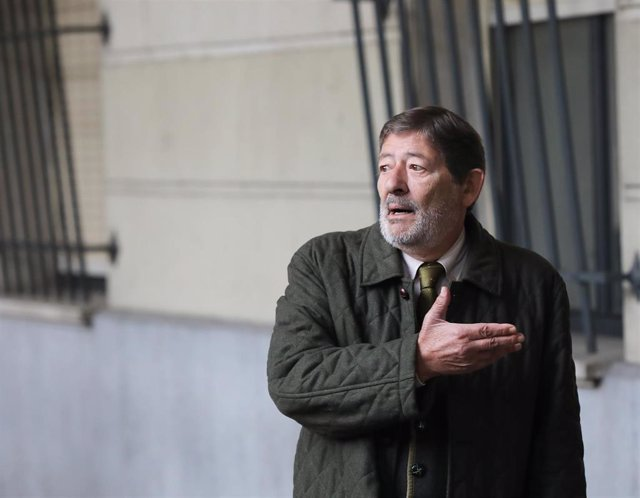 El exdirector de Trabajo Francisco Javier Guerrero a su llegada a la Audiencia Provincial de Sevilla.