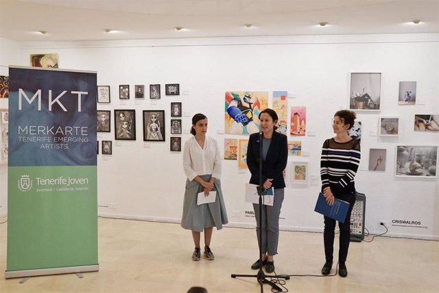 La consejera de Cultura del Cabildo de Tenerife, Concepción Rivero (en el centro), en la presentación de 'Merkarte'