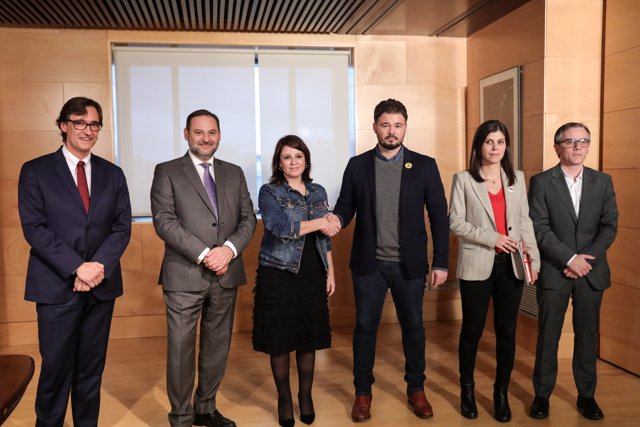 (I-D) Salvador Illa Roca, José Ábalos, Adriana Lastra, Gabriel Rufián, Marta Vilalta y Josep María Jové, se reúnen en el Congreso de los Diputados para sacar adelante el gobierno de coalición de Unidas Podemos y PSOE.
