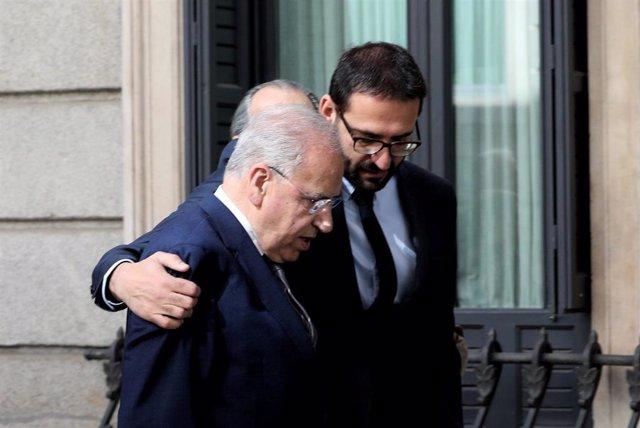 El exvicepresidente del Gobierno, Alfonso Guerra, entra en la capilla ardiente para despedir a Alfredo Pérez Rubalcaba en el Congreso de los Diputados