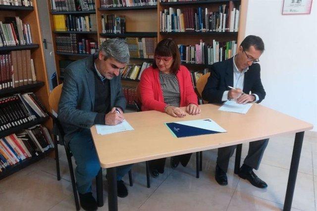El conseller d'Hisenda i Funció Pública del Consell de Mallorca, Josep Lluís Colom,  i el president de la Fundació Sa Nostra Caixa de Balears, Jaime Canudas.