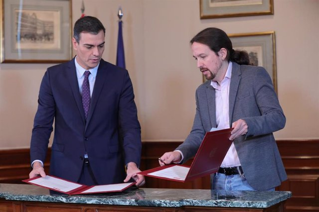 El presidente del Gobierno en funciones, Pedro Sánchez y el líder de Podemos, Pablo Iglesias