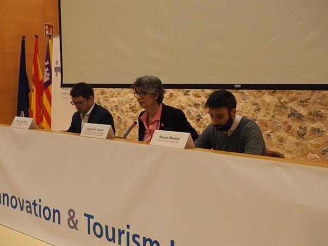 La secretària autonòmica d'Universitat, Investigació i Política Lingüística, Agustina Vilaret, durant la inauguració del seminari INTO.