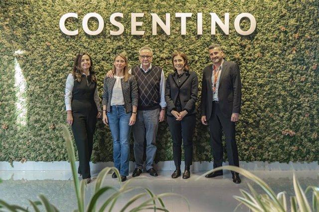 Gemma Hernandez, Pilar Martinez Cosentino, Paco Cosentino, Pilar Lopez y Hugo de Juan en el Microsoft Day en Cosentino