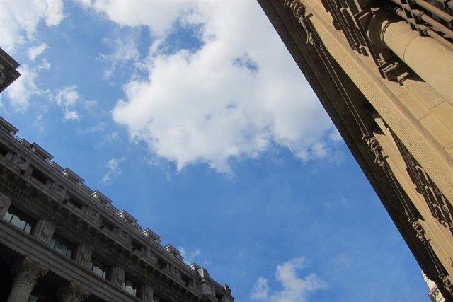 El cielo, con nubes y claros, en Bilbao