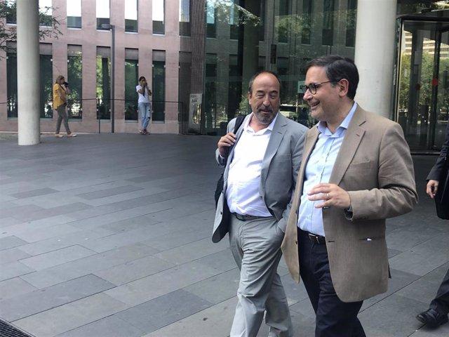 El delegado de la Generalitat en Suiza Manuel Manonelles y su abogado, en una imagen de archivo.