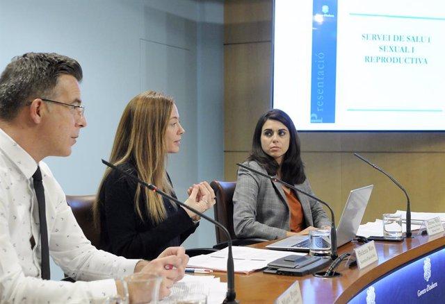 Els secretaris d'Estat Marc Pons, Helena Mas i Teresa Milà durant la presentació del Servei de Salut Sexual i Reproductiva