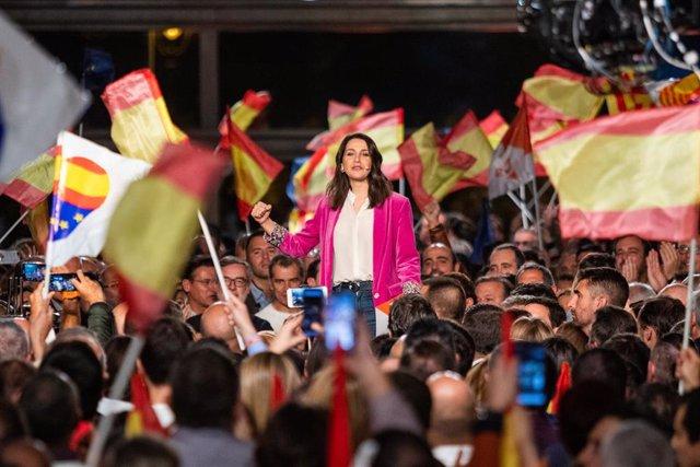 La candidata de Ciudadanos al congreso, Inés Arrimadas, durante el acto de cierre de campaña en Barcelona (España), a 8 de noviembre de 2019
