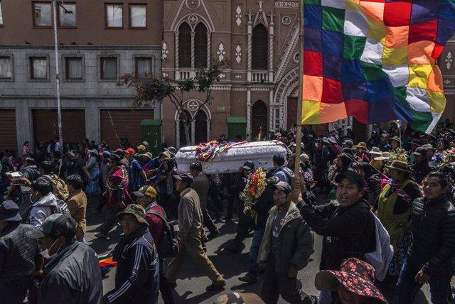 Funeral de uno de los fallecidos durante las protestas en Bolivia