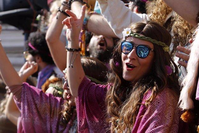Carrusel de coros Carnaval de Cádiz 2019. Las agrupaciones  salen a la calle a cantar al numeroso público asistente.