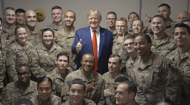 dpatop - 28 November 2019, Afghanistan, Bagram: USPresident Donald Trump poses for a photo with UStroops serving in Afghanistan, during a surprise Thanksgiving Day visit to Bagram Air Field. Photo: -/Planet Pix via ZUMA Wire/dpa