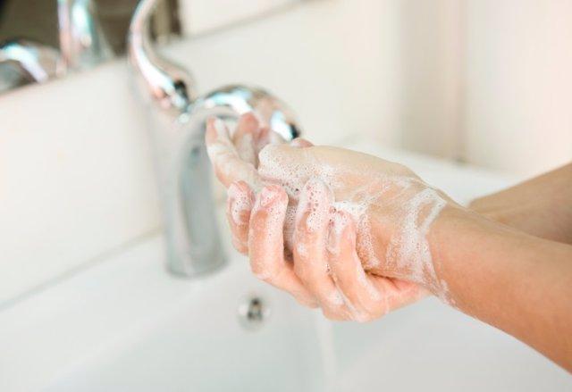 Internistas destacan la importancia de las medidas de higiene para prevenir la a