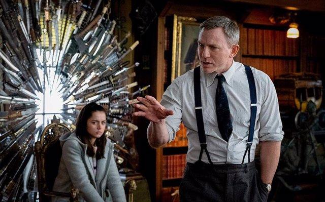 Daniel Craig y Ana de armas en 'Puñales por la espalda'