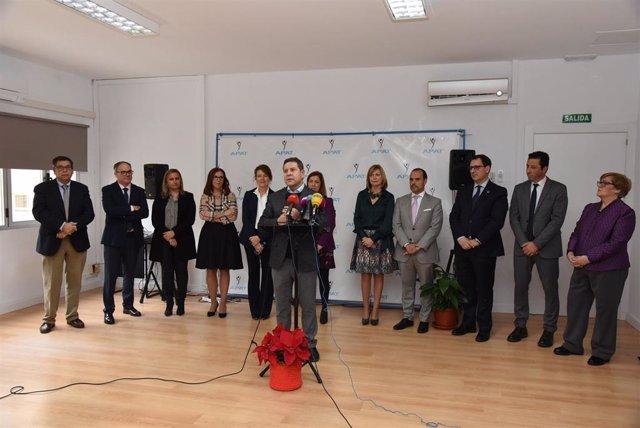 El presidente de Castilla-La Mancha, Emiliano García-Page, inaugura la sede de la Federación de Autismo de C-LM en Toledo.