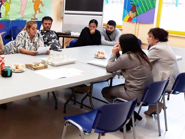 Cursos sobre convivencia y estructuras de participación.