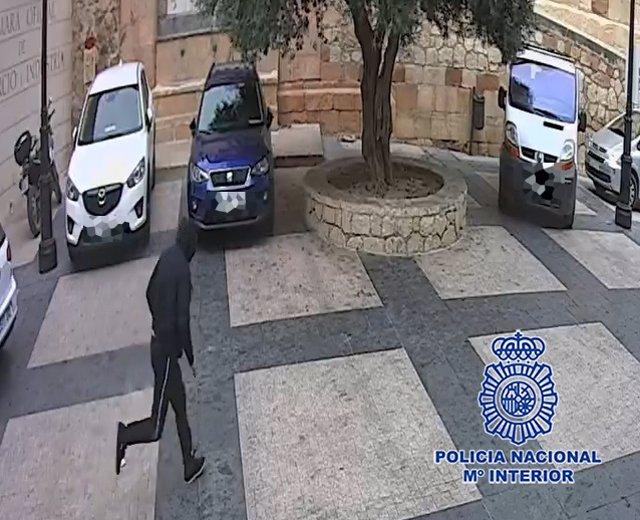 """Nota De Prensa:"""" La Policia Nacional Detiene En Lorca A Un Ladrón Presunto Autor De Una Docena De Robos Al Tirón Sobre Personas Mayores !"""