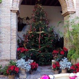 Un árbol de Navidad en el Palacio de Viana.