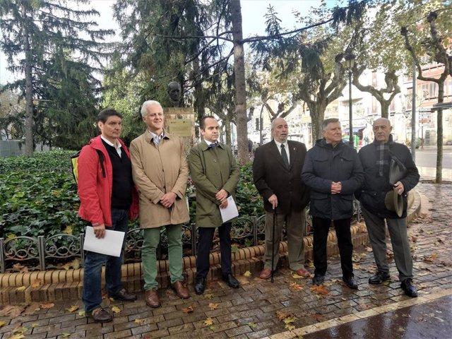 El Ayuntamiento de Logroño estudiará reubicar en un lugar con más visibilidad, dentro de la reforma de la Glorieta, el busto del Doctor Zubía, al que el Colegio de Farmacéuticos ha rendido homenaje por el 200 aniversario de su nacimiento.