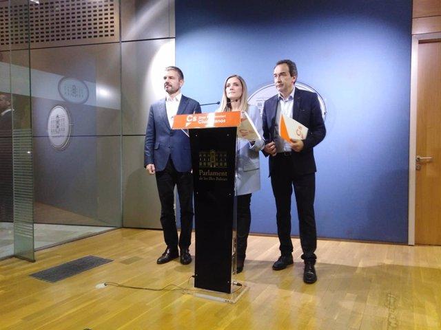 La portaveu adjunta de Ciudadanos, Patricia Guasp, durant una roda de premsa en el Parlament de Balears.