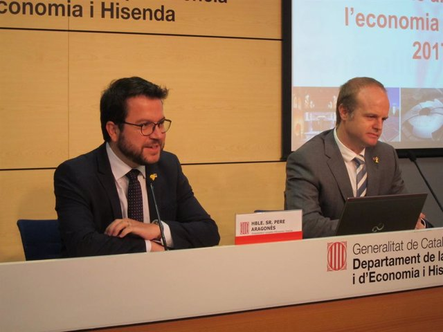 El vicepresident de la Generalitat, Pere Aragonès, i el secretari general de la Vicepresidència, Albert Castellanos, en una imatge d'arxiu.