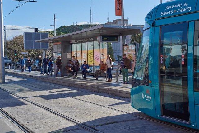 El tranvía de Tenerife, en una parada