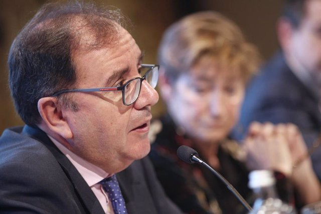 El secretario general de Instituciones Penitenciarias, Ángel Luis Ortiz, y la presidenta de la Abogacía Española, Victoria Ortega, durante las Jornadas de personas españolas presas en el extranjero