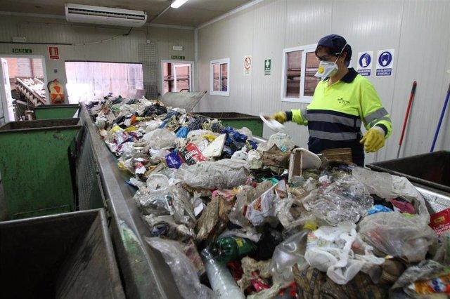 planta para la recogida y tratamiento de residuos urbanos