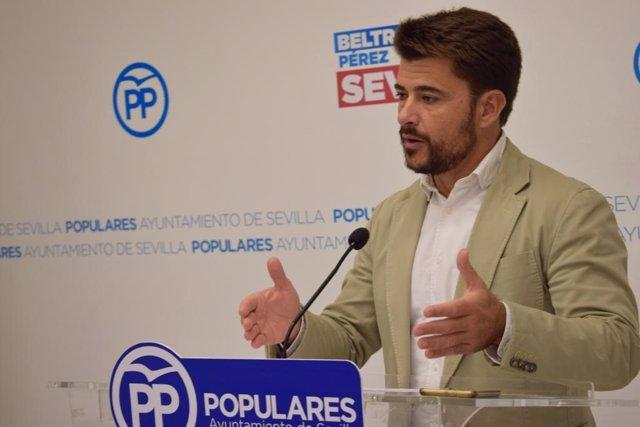 El portavoz del PP en Sevilla, Beltrán Pérez, en rueda de prensa en una imagen de archivo
