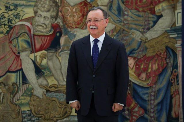 Imagen de archivo del presidente de la Ciudad Autónoma de Ceuta, Juan Jesús Vivas Lara. espera a ser atendido por el Rey Felipe VI en el Palacio de la Zarzuela.