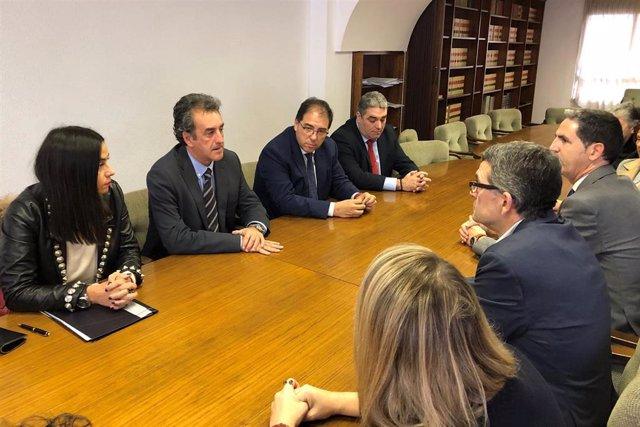 El consejero de Comercio, Francisco Martín, se reúne con miembros de la Cámara de Comercio y de las asociaciones de comerciantes de Torrelavega