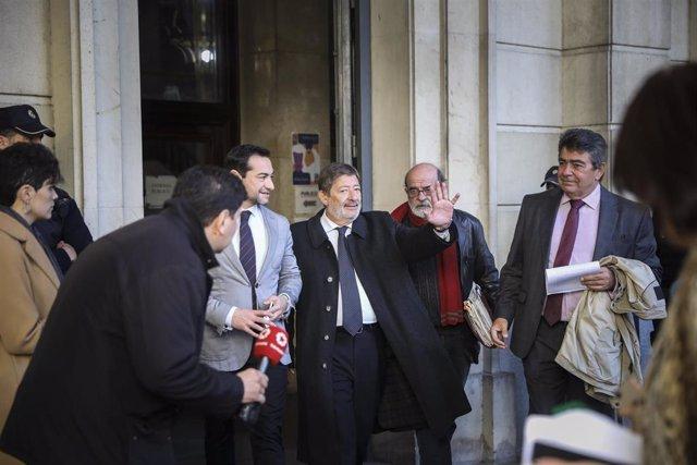 Los exconsejeros de Empleo y los exdirectores generales de Trabajo de la Junta de Andalucía acuden a la citación de la Sección Primera de la Audiencia para comunicar la decisión del tribunal sobre su ingreso en prisión en Sevilla