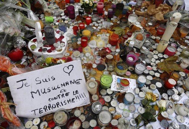 Mensaje junto a la sala Bataclan de París