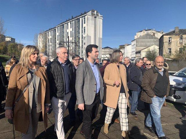 El secretario general del PSdeG, Gonzalo Caballero, junto a otros cargos socialistas en Lugo