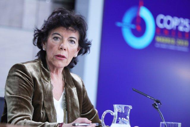La ministra Portavoz, y de Educación y Formación Profesional en funciones, Isabel Celaá, comparece ante los medios de comunicación, tras la reunión del Consejo de Ministros en Moncloa, en Madrid (España), a 29 de noviembre de 2019.