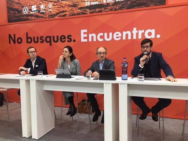 Els responsables de la marca Seat i el Grup Volkswagen, Arantxa Esteban i Antonio García, al centre