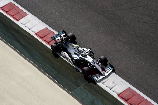 Finnish Formula One driver Valtteri Bottas of team Mercedes-AMG Petronas in action during the first practice session of the Formula One Grand Prix of Abu Dhabi at the Yas Marina Circuit in Abu Dhabi. Photo: James Gasperotti/ZUMA Wire/dpa