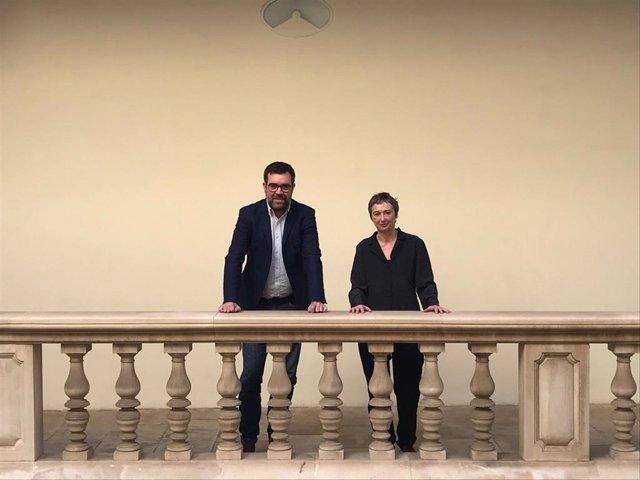 El teniente de alcalde de Cultura y Bienestar Social, Antoni Noguera y la directora general de Artes Visuales, Aina Bauzà.