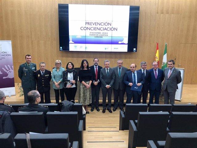 Autoridades en la inauguración el curso 'Prevención y Concienciación'